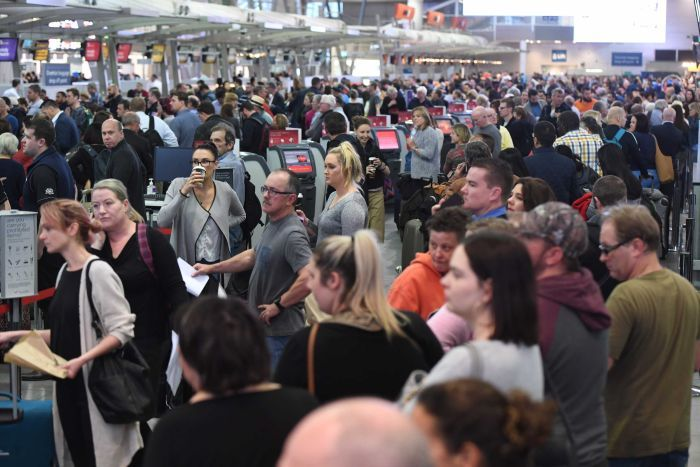 Crowded+Sydney+airport+due+to+added+security+after+thwarted+terror+attack.